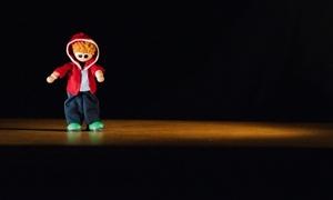 vignette PETIT BONHOMME EN PAPIER CARBONE, HISTOIRE NOIRE ET SALISSANTE